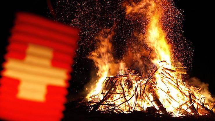höhenfeuer gehören im Baselbiet zur 1. August-Tradition. (Symbolbild)