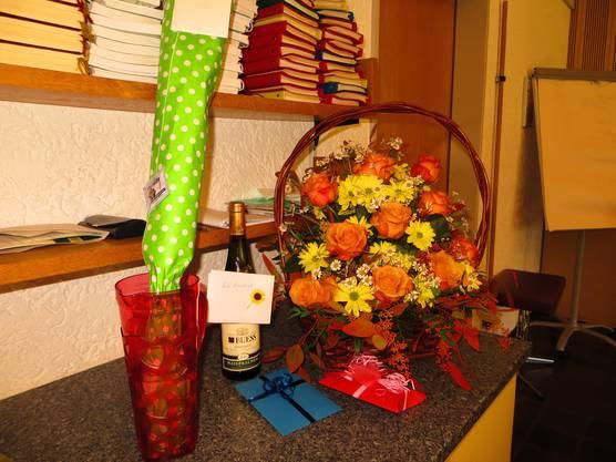 Das war der prächtige Blumenstrauss mit Geschenken.