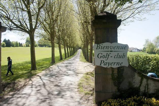 Beim Golfplatz in Payerne hatte der Mann das 19-jährige Opfer in sein Auto gezerrt.