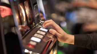Im Frühjahr 2016 beschlagnahmten die Behörden in einem Clublokal in Gelterkinden zwei Spielautomaten sowie 40 Franken. (Symbolbild)