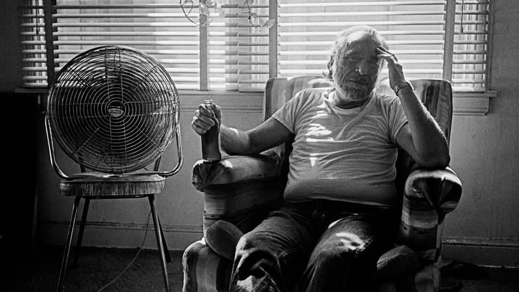 Man hasst ihn oder man liebt ihn: Kultautor Charles Bukowski in den 1980er-Jahren in Los Angeles. (Bild: Thomas Hepker/Keystone; Magnum (Los Angeles, 14. Juni 1986