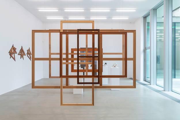 Die erste Übersichtsausstellung in der Schweiz zeigt nun das Aargauer Kunsthaus – nachdem 2013 schon eine Schaukel aus Neon das Publikum hier in Schwung versetzt hat.