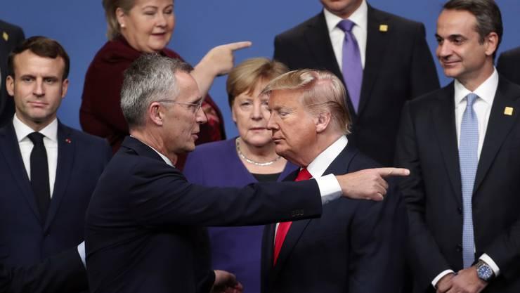 Die Gefahr kommt nicht nur von links und rechts, sondern manchmal auch von oben. Das weiss auch Nato-Generalsekretär Jens Stoltenberg (links).