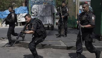 Polizisten sollen in der grössten Favela Rio de Janeiros für Ordnung sorgen.