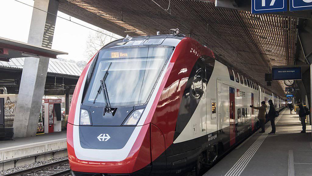 Der neue Fernverkehr-Doppelstockzug der SBB «FV-Dosto» bleibt auch nach dem ersten Betriebsmonat das grosse Sorgenkind der SBB.