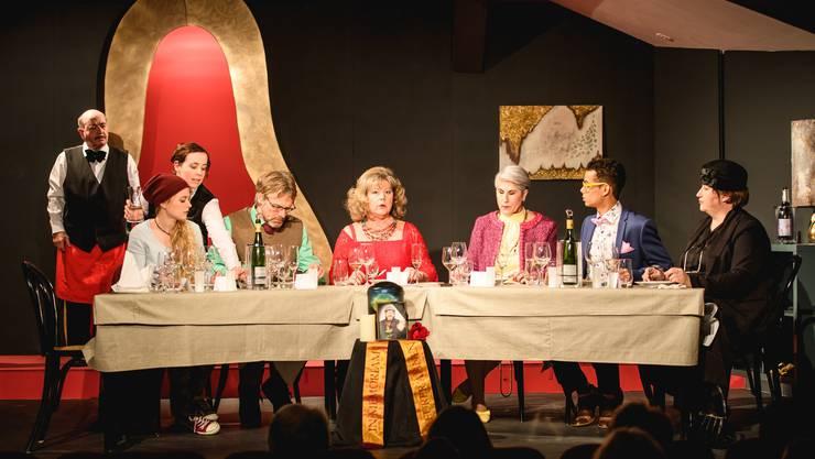Schopfbühne-Premiere «Siin letschte Wunsch» mit von links Bruno Meier, Lisa Schädeli, Alexandra Hauser, Beat Jeannerat, Béatrice Brühlmann, Felisa del Rio, Brian Schild und Pia Schild.