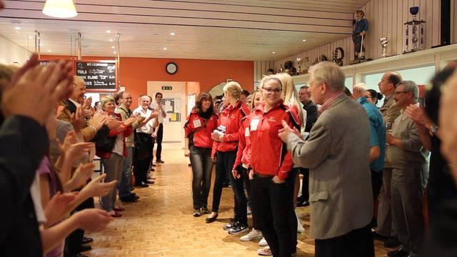 Applaus und lobende Worte: So sind die Curling-Weltmeisterinnen in Baden empfangen worden.