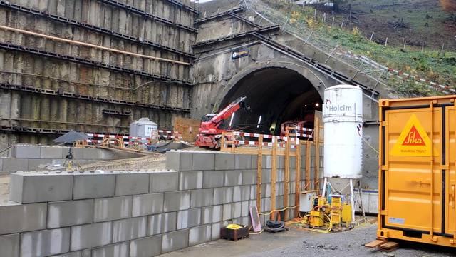 Ein Blick in den neuen Tunneleingang und ein Gang über die Baustelle mit Kommentaren von Gesamtprojektleiter Thomas Zieger.