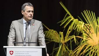 Aussenminister Ignazio Cassis will die Schweizer Entwicklungshilfe neu ausrichten. Das passt nicht allen.
