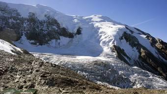 Weil am Triftgletscher ein groesserer Gletscherabbruch droht, haben die Behoerden die Evakuierung eines darunterliegenden Wohngebiets in Saas-Grund eingeleitet. An der Gletscherzunge waren seit Wochenbeginn vermehrt Bewegungen festgestellt worden.