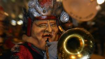 Ein Guggenmusiker am Monstercorso in Luzern