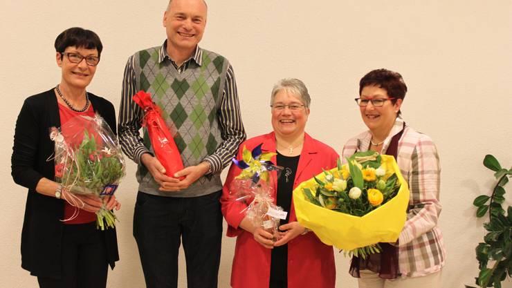 Zwei treten neue Aufgaben an, zwei sagen dem Vorstand ade: Brigitte Niklaus, Peter Hediger, Hedy Bugmann und Beatrix Donzé (v. l.).