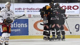 Fribourgs Spieler jubeln nach dem Doppelschlag im Mitteldrittel