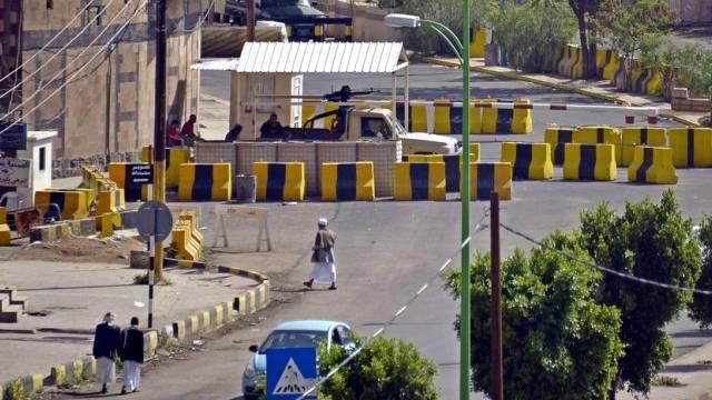 Angst vor Anschlägen: Strassenblockaden in Sanaa (Archiv)