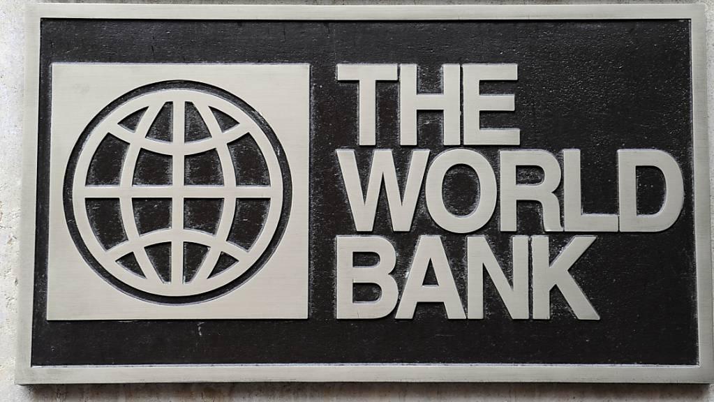 ARCHIV - Das Logo der World Bank, aufgenommen am 01.11.2009 in Washington. Foto: Rainer Jensen/dpa