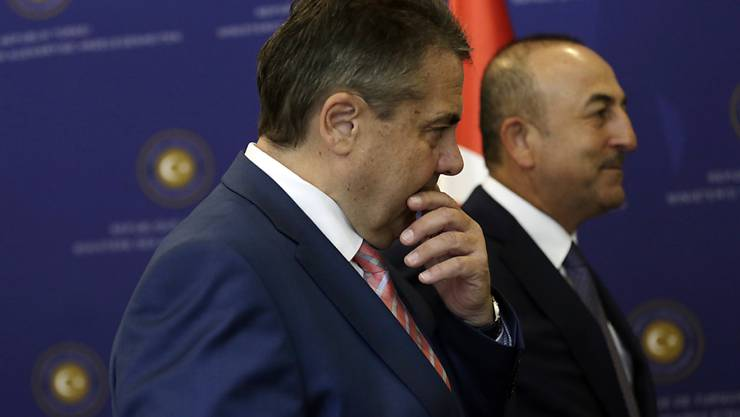 Die Aussenminister Deutschlands und der Türkei, Sigmar Gabriel (l) und Mevlüt Cavusoglu