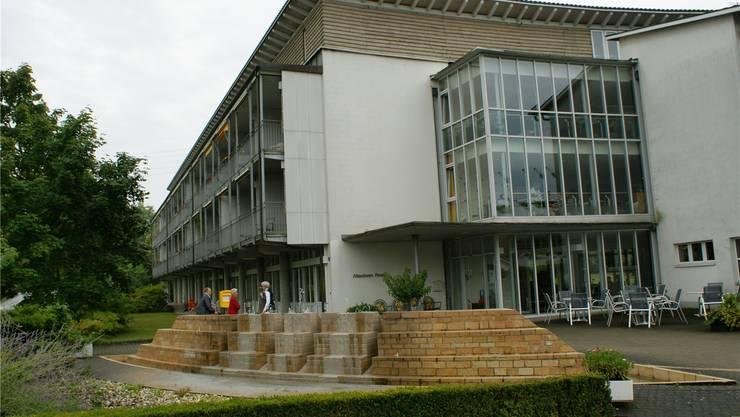 Das Alters- und Pflegeheim Rinau in Kaiseraugst soll durch einen Neubau ersetzt und um 30 Betreuungsplätze erweitert werden. Archiv