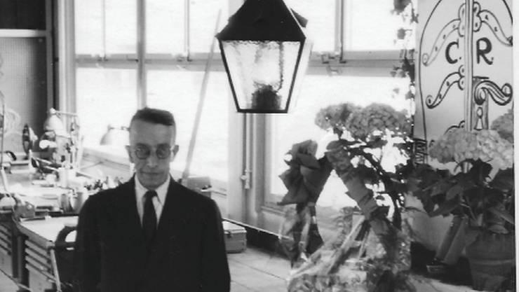 Louis Streif, Erbauer der alten Öllampen, 1956 bei seinem 25-Jahr-Jubiläum bei den Städtischen Werken Baden.