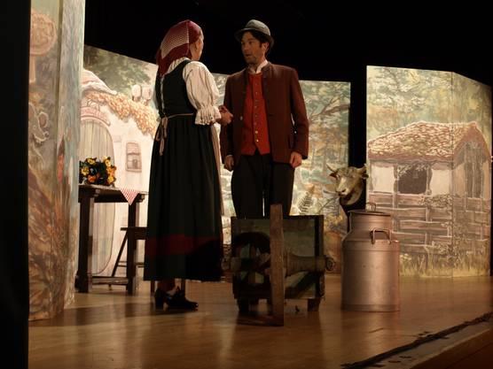 Hans (Oliver Pfulg) mit seiner Mutter (Adriana Schneider)