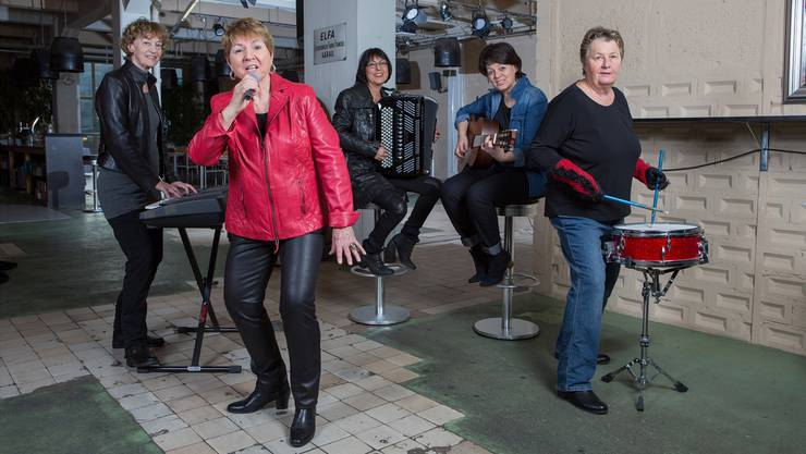 Die Grossmütter-Rockband «Crème Brûlée» mit von links nach rechts Sylvia Voegeli, Esther Rothen, Beatrice Haller, Ruth El Maghrabi, Ilse Schmid.