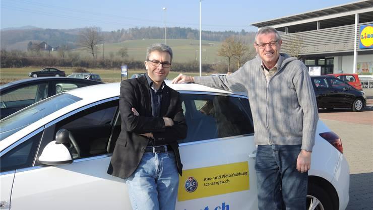 Tipp vom Experten Arnold Wüest (rechts) an az-Redaktor Thomas Wehrli: «Feiner schalten.» Nadine Pfeifer