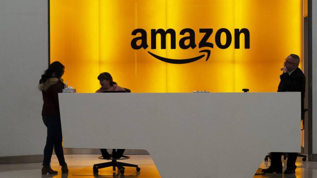 Der Internetriese Amazon setzt in Zeiten der Digitalisierung auf die Fortbildung seiner US-Mitarbeitenden. Amazon nimmt dafür rund 700 Millionen Dollar in die Hand.(Archivbild)