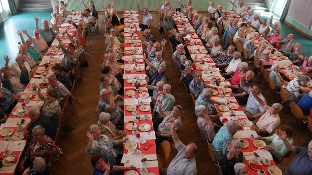 Kappels Senioren lassen sich's schmecken.