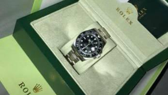 Die Rolex, welcher der Internetkriminelle in der Originalschachtel und mit Zertifikat zum Preis von 750 Franken anbot.