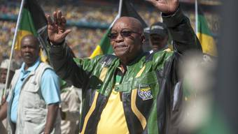 ANC-Chef Zuma steht seit Jahren in der Kritik, Steuergelder für eigene Zwecke abzuzweigen. Die luxuriöse Sanierung eines Anwesens zahlt er nun teilweise zurück, nachdem er juristisch dazu gezwungen wurde.