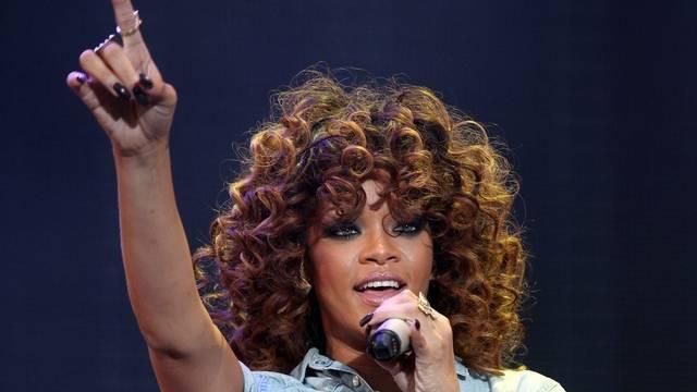 Rihanna hängt zurzeit am Tropf (Archiv)