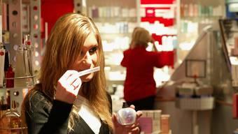 Eine Studie ergab: Schwestern finden den passendsten Duft für den Mann.