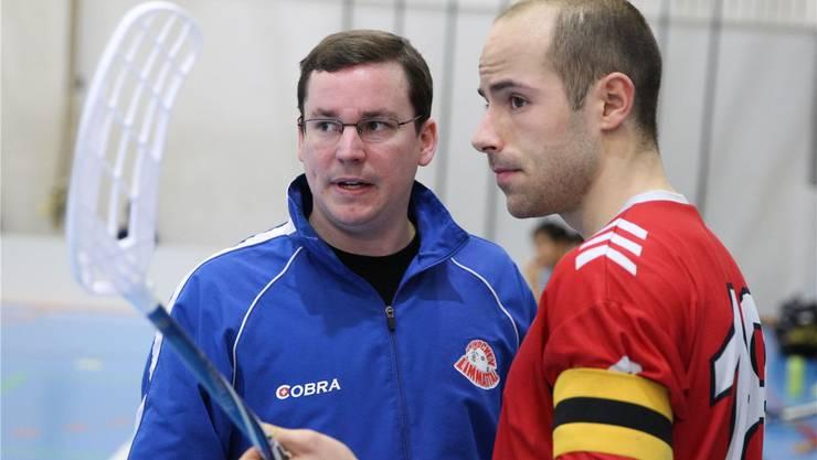 Limmattals Trainer Lukas Kunz (l.) konnte mit seinem Topskorer Luca Hänni (r.) zufrieden sein. Er steuerte vier Tore zum Erfolg bei. Archiv/Lüscher