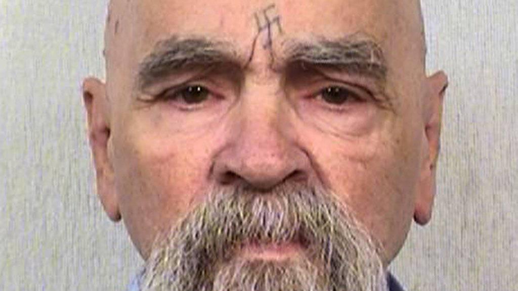 """Der Mehrfachmörder Manson wurde ins Spital geliefert - sein Zustand seiner Gesundheit sei """"ernst"""", schreiben US-Medien."""
