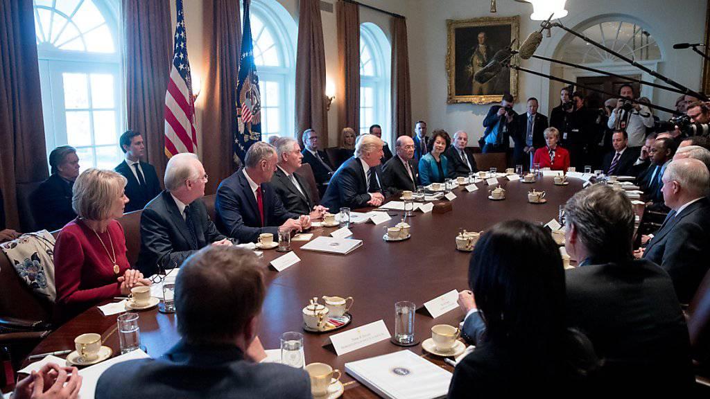 Kabinettsitzung der Regierung Trump: Der neue US-Präsident stellt heute Donnerstag sein erstes Budget vor. (Archivbild)