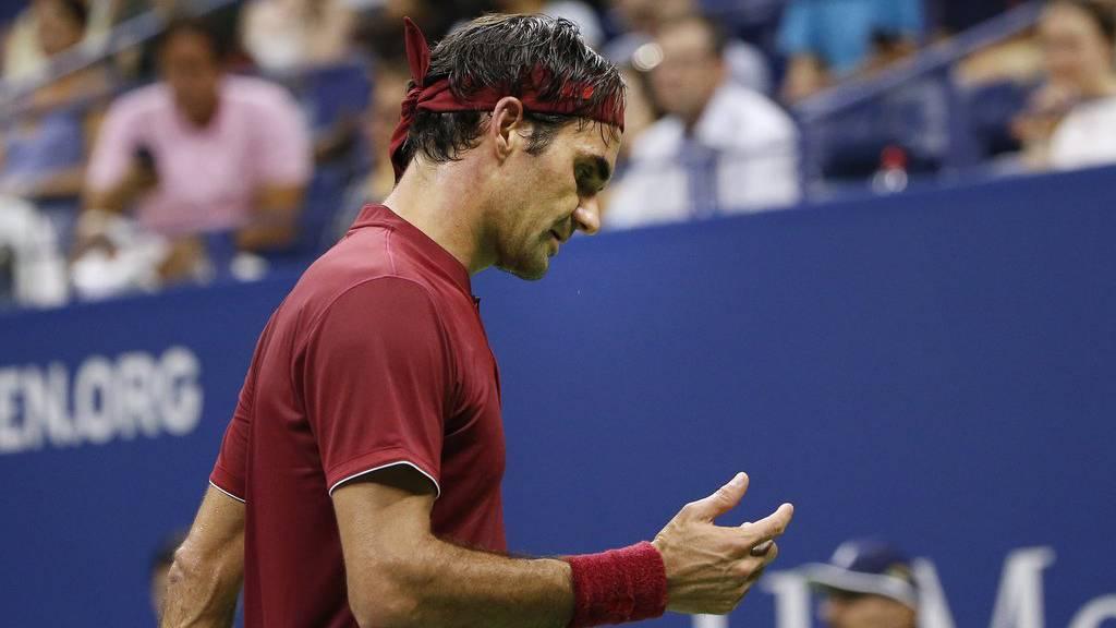 Roger Federer bekundet im Achtelfinale Mühe.