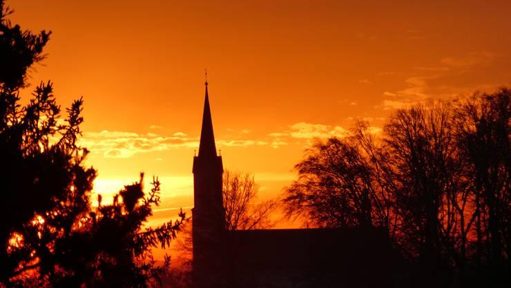 Blick von der Allmend in Wangen bei Olten Richtung Westen mit der Hägendörfer Kirche