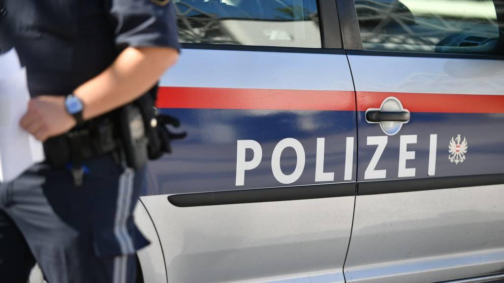 Ein Auto der Vorarlberger Polizei wurde bei einer Verfolgungsjagd beschädigt