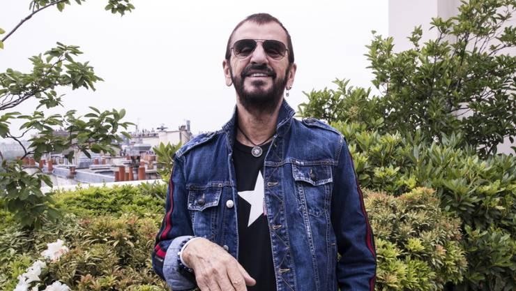 Der einstige Beatles-Schlagzeuger Ringo Starr hat in den Anfangszeiten der Band seine Kasse aufgebessert mit dem Verkauf englischer Schuhe am Rande von Konzerten in Hamburg. (Archivbild)