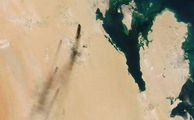 Die Angriffe haben Saudi-Arabien schwer getroffen, selbst aus dem All sind die Rauchsäulen zu sehen.