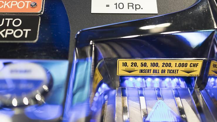 Die Stadtpolizei Zürich hat im Kreis 4 ein illegales Glücksspiellokal ausgehoben. (Symbolbild)
