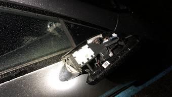 In Münchenstein wurden mehrere parkierte Personenwagen beschädigt.