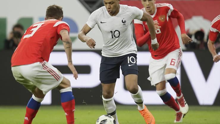 Zweifacher Torschütze für Frankreich: Kylian Mbappé lässt sich auch von zwei Russen nicht stoppen