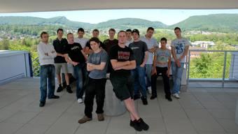 Abschlussklasse: Von den 16 Kunststofftechnologen (13 anwesend) dieser Klasse an der Berufsschule Aarau haben 7 bereits einen festen Job, 6 davon im Lehrbetrieb. 4 können eventuell im Lehrbetrieb bleiben und 5 wissen, dass sie sicher nicht bleiben können. (Bild: Toni Widmer)
