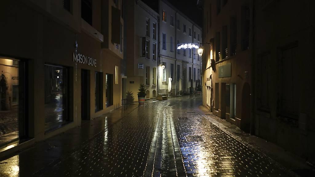 Ausgangssperre in stark betroffenen Gebieten in Frankreich vorgezogen