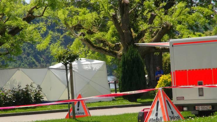 Die Polizei hat die Unfallstelle am Hafen von La Neuveville abgesperrt.