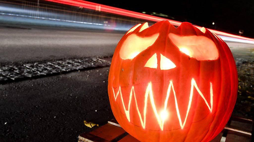 Am diesjährigen Halloween jagten Jugendliche einer Familie in Siders VS einen Schrecken ein. (Symbolbild)