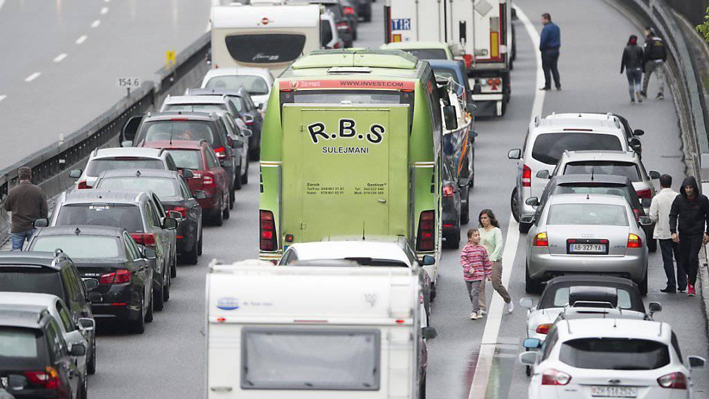Grund für die zahlreichen Staus waren vor allem Verkehrsüberlastungen, wie zum Beispiel an Pfingsten am Gotthard. (Archivbild)