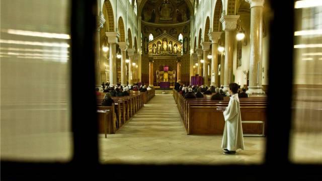Karfreitagsliturgie in der katholischen Kirche St. Martin in Olten. Foto: Chris Iseli