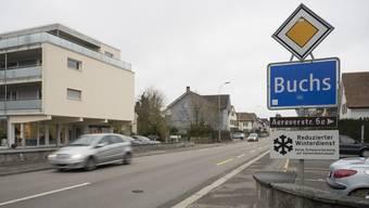 Aarauerstrasse in Buchs mit Ortsschild Buchs, 26. November 2018.