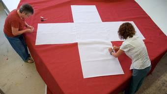 Flickwerk Bundesverfassung: Die SVP will die Verfassung über internationales Völkerrecht stellen.